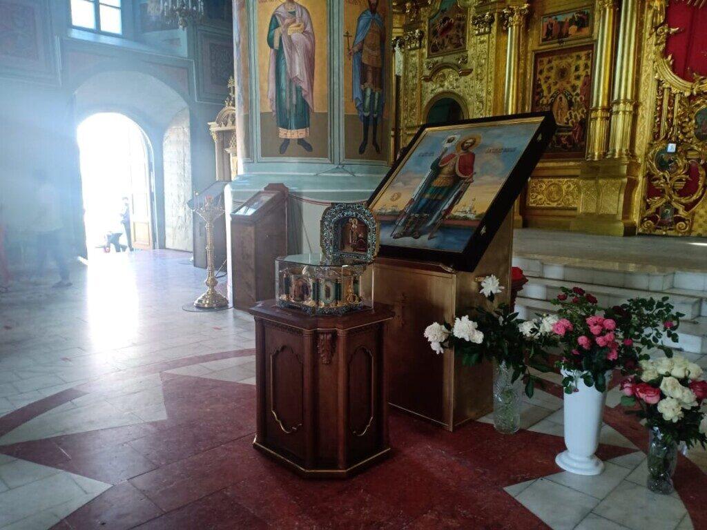 Молебен с акафистом перед мощами Александра Невского